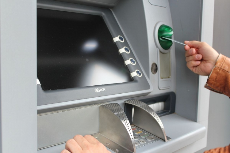 Não cabe indenização por dano moral em caso de envio de cartão não solicitado