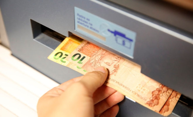 É valida a cláusula que pactua o desconto da parcela de mútuo bancário diretamente em conta corrente