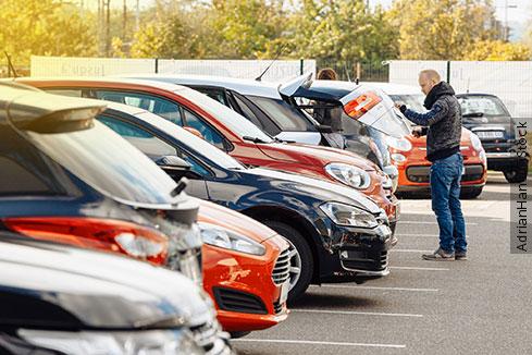 Compra de carro para revenda exige transferência e emissão de novo CRV