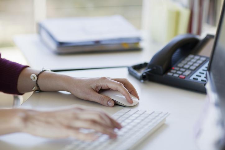 Administradora consegue anular advertência por remarcar férias sem falar com chefia