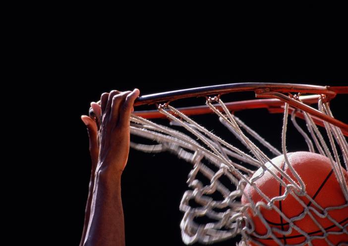 Jogador de basquete dispensado antes do término do contrato receberá todos os salários